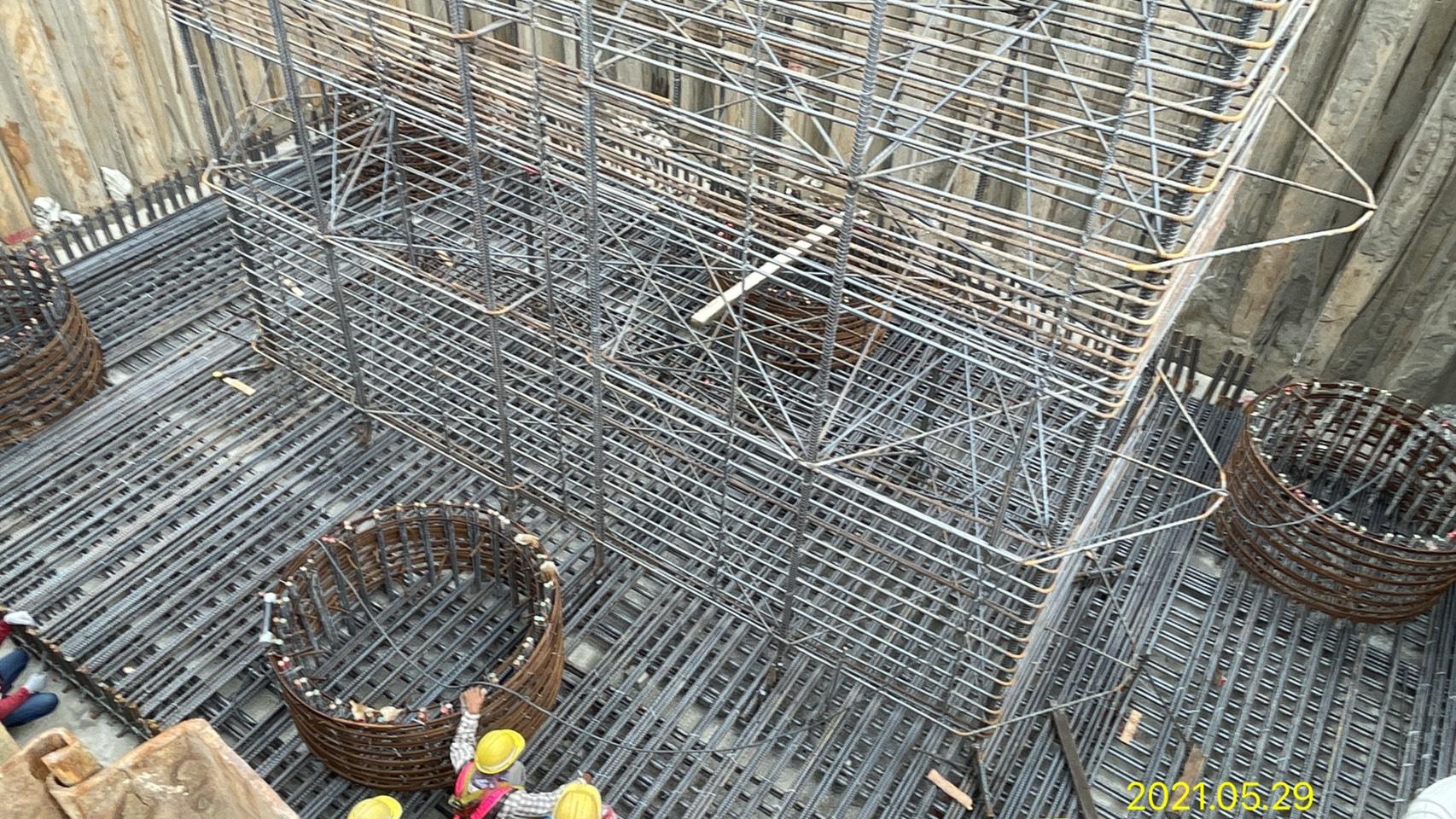 橋墩基礎底層鋼筋綁紮施工.