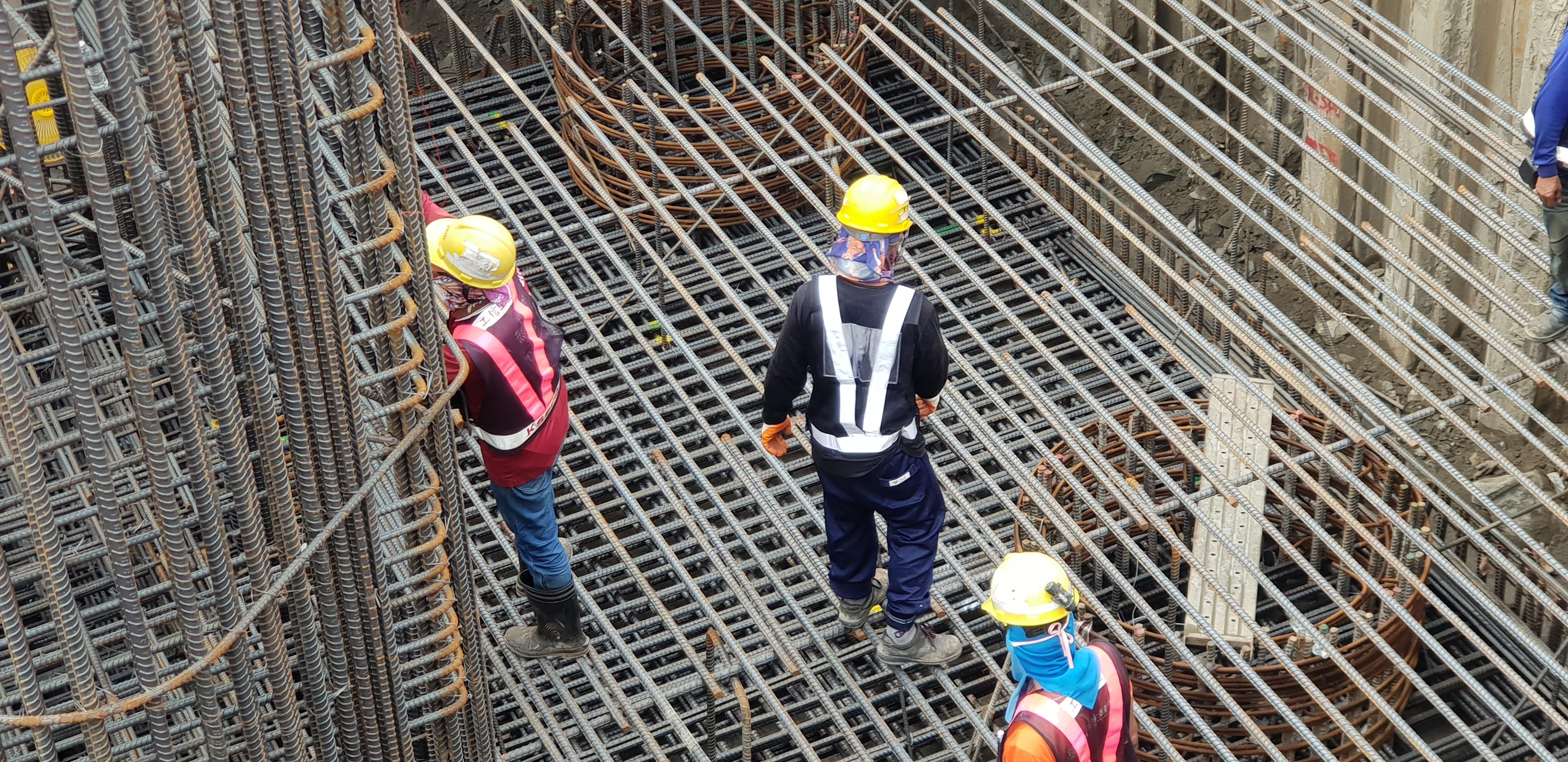 橋墩樁帽鋼筋組立.