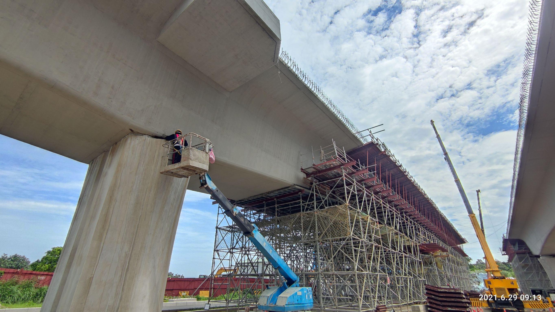 上構箱型樑完成面修飾.