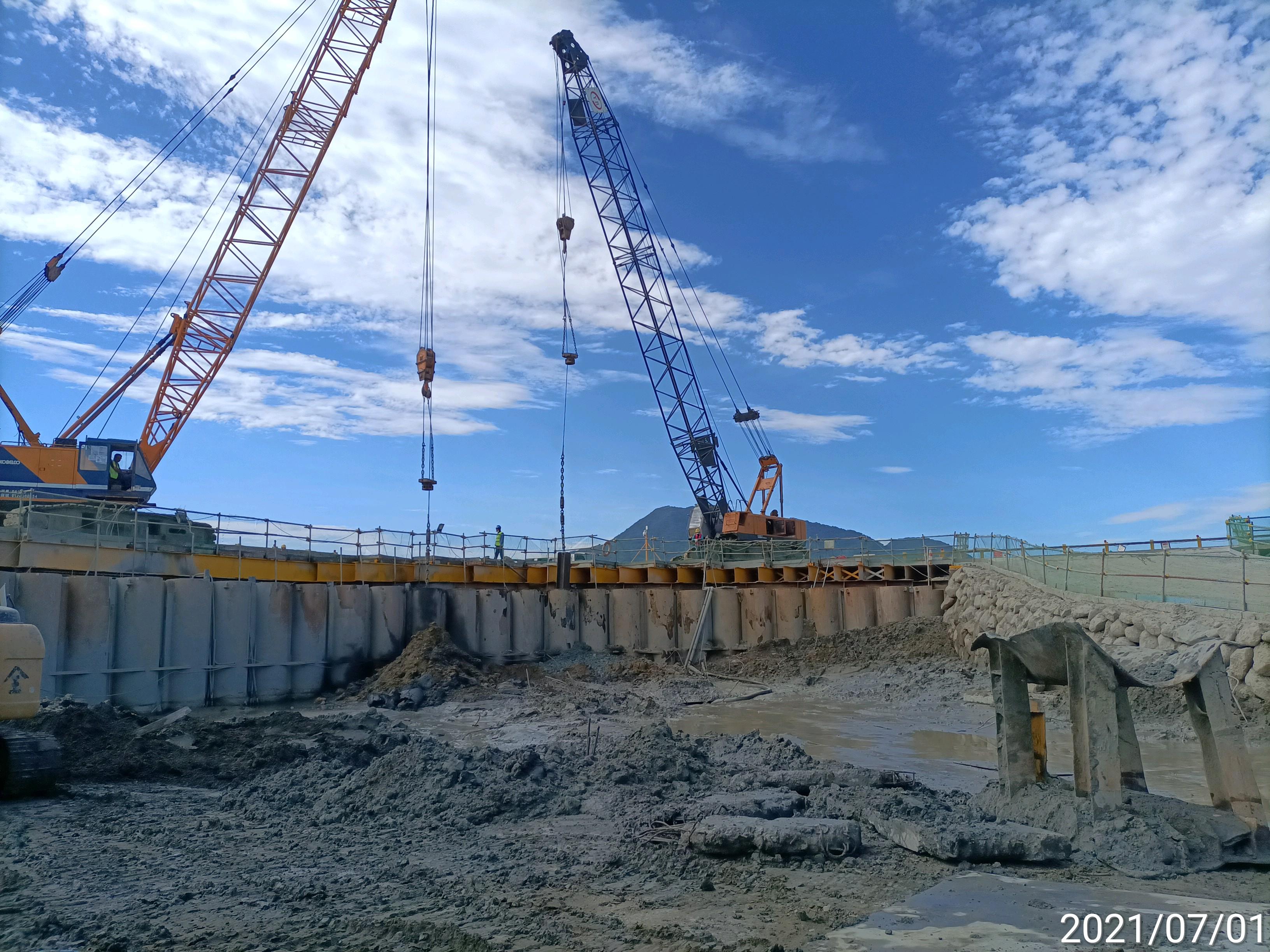 河中段鋼管鈑樁工程施工.