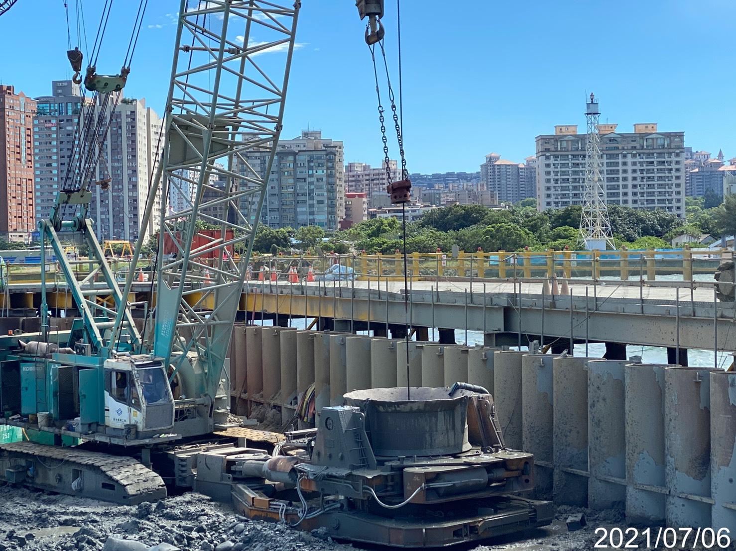 河中段基樁工程施工.