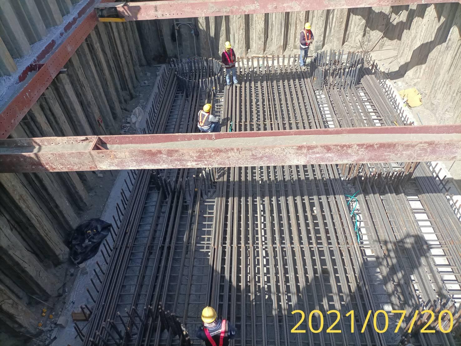 橋墩樁帽底層鋼筋綁紮施工.