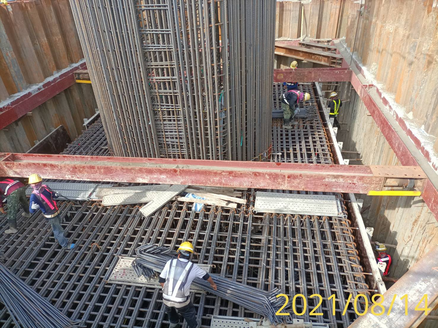 橋墩墩柱及樁帽鋼筋模板施工.