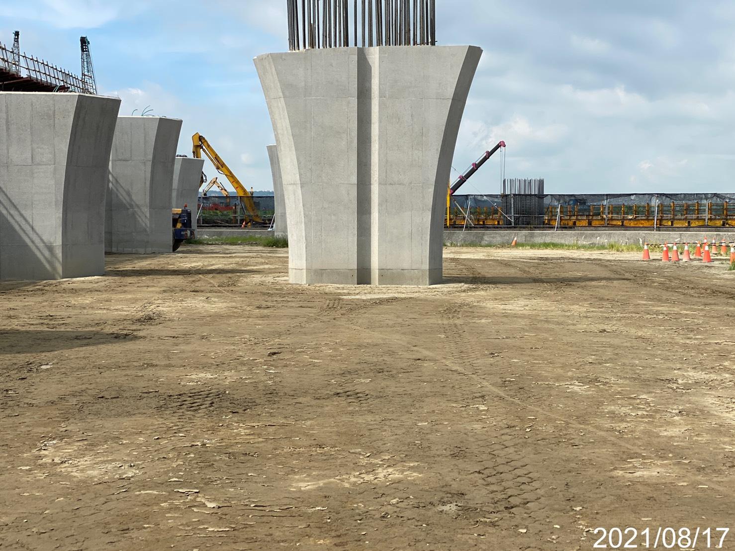 陸上段結構物回填整平施工.