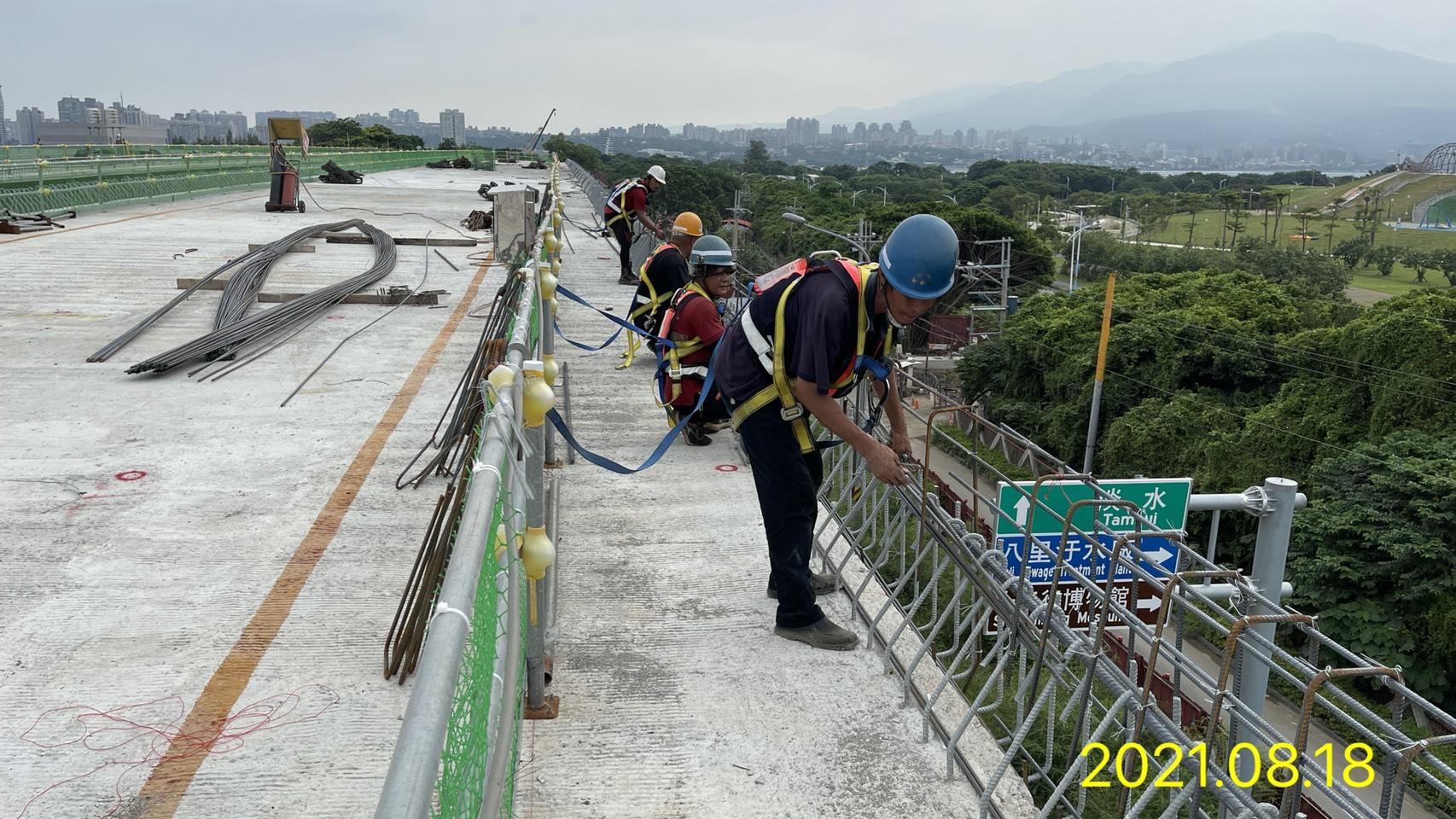 橋面板護欄鋼筋組立.