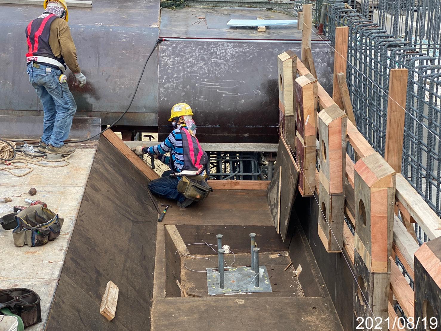 橋面板模板施工.