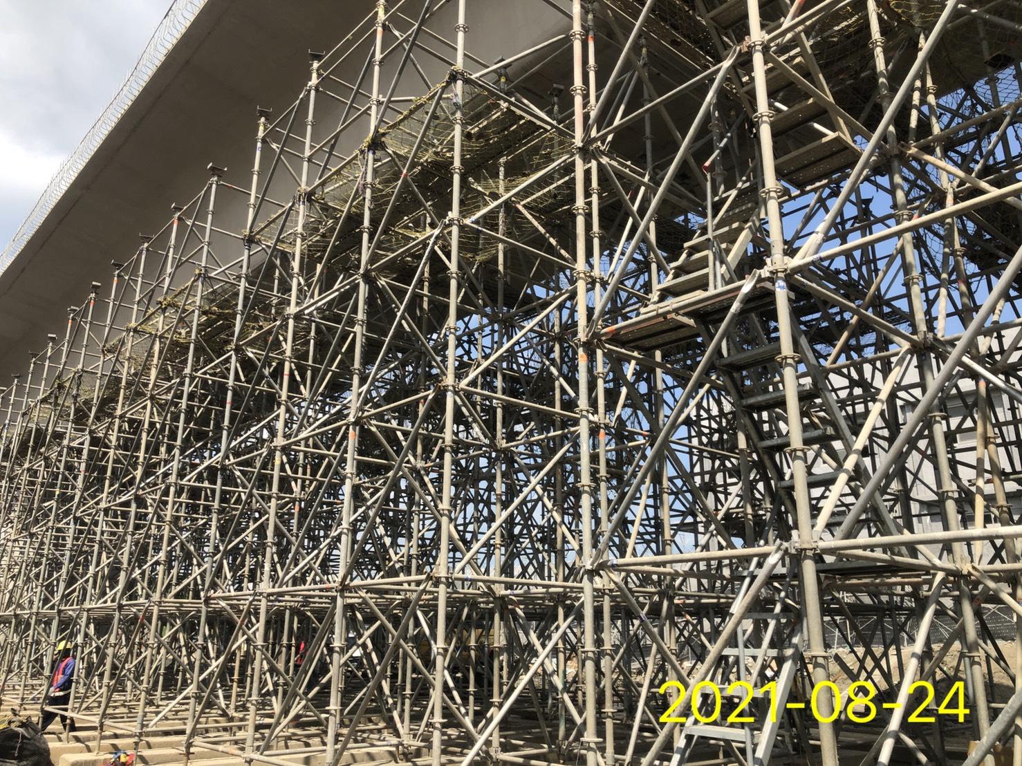 橋面板支撐架施工.