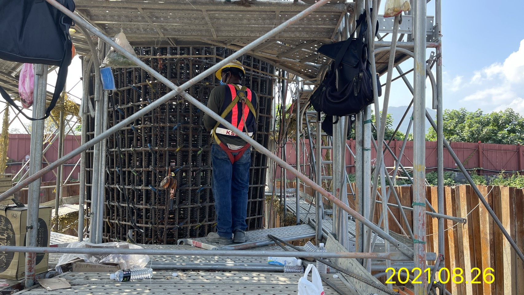 橋墩鋼筋綁紮施工.