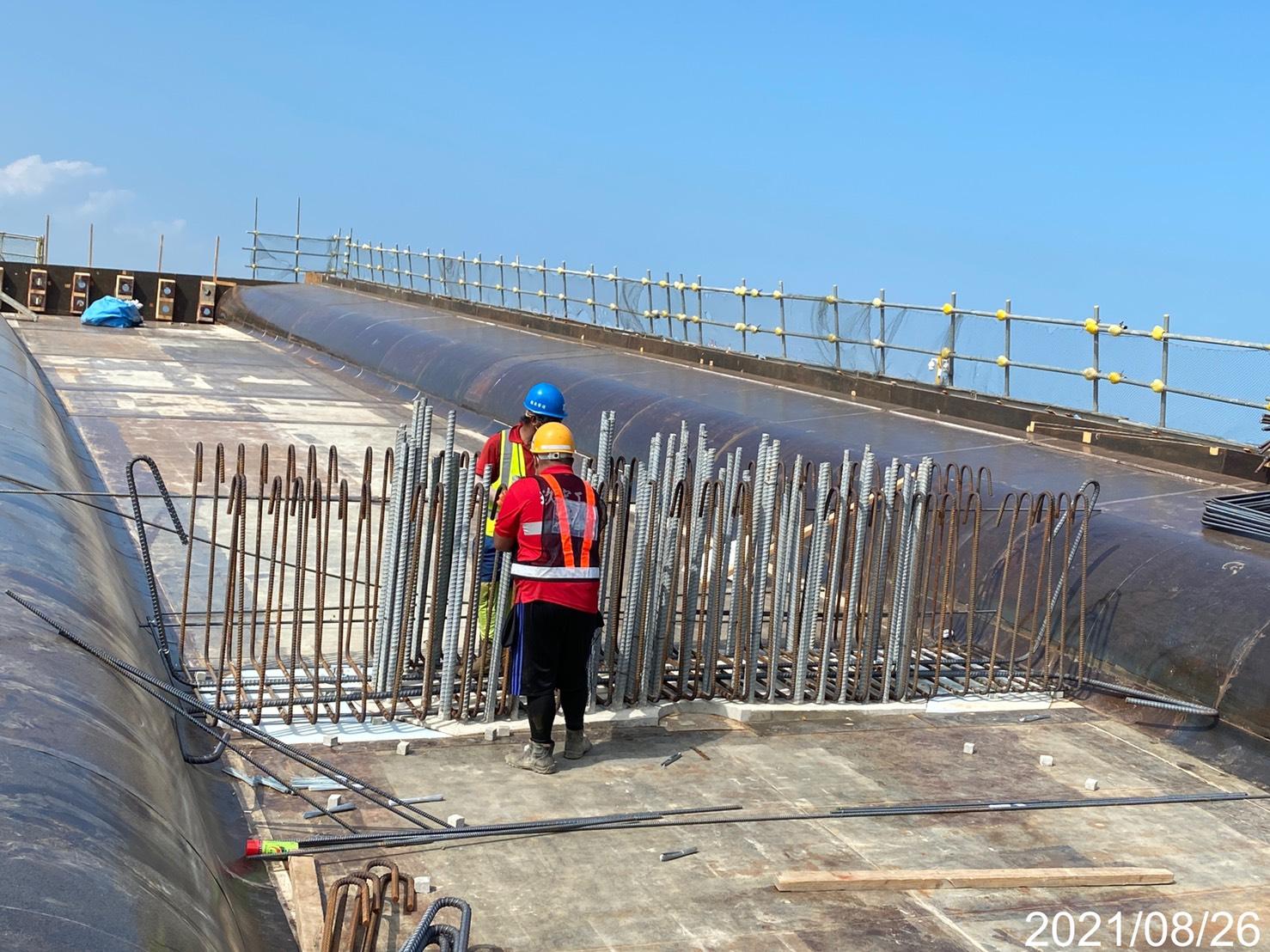 橋面板鋼筋綁紮施工.