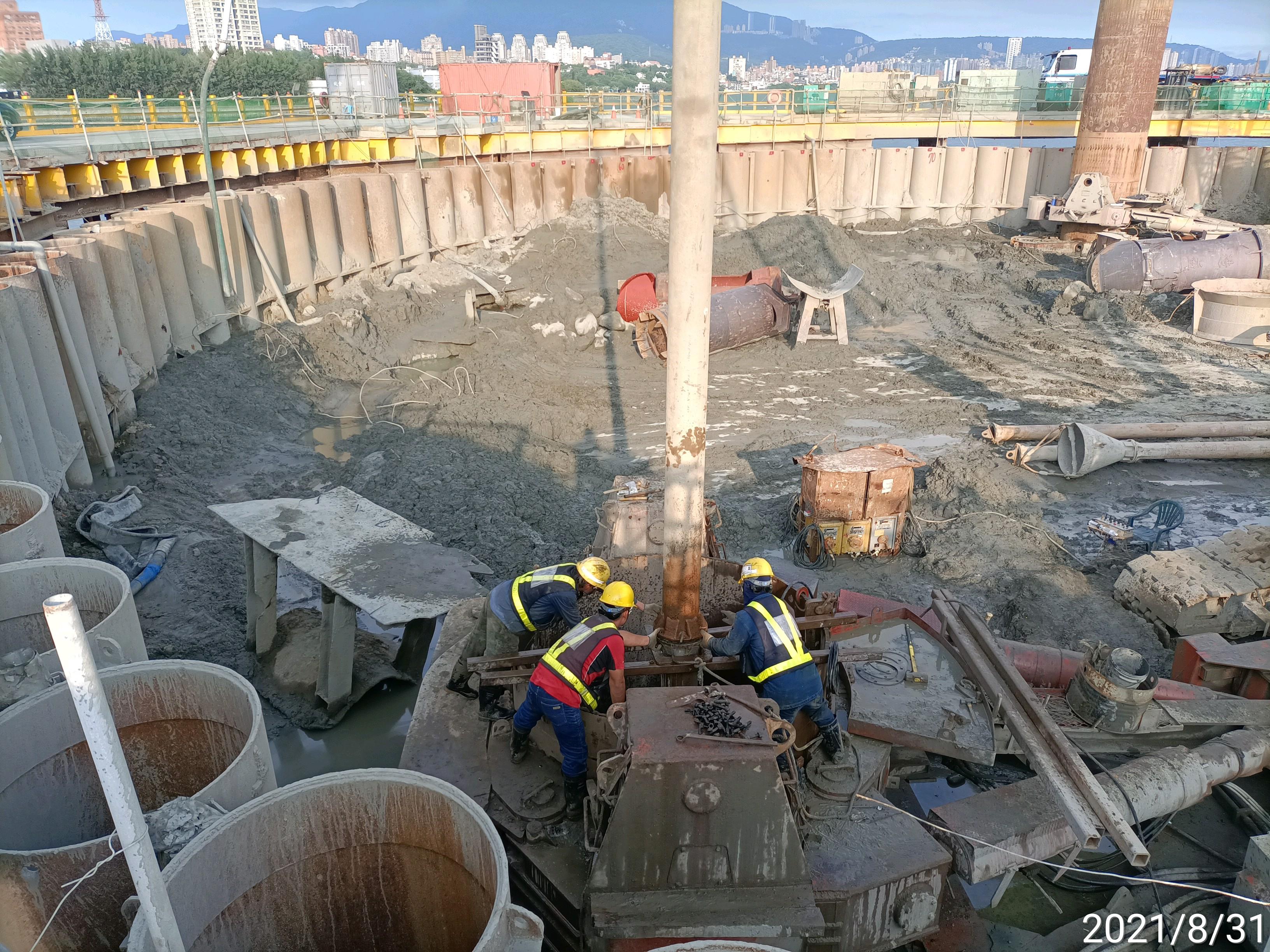 基樁RC澆置用特密管吊放安裝作業.
