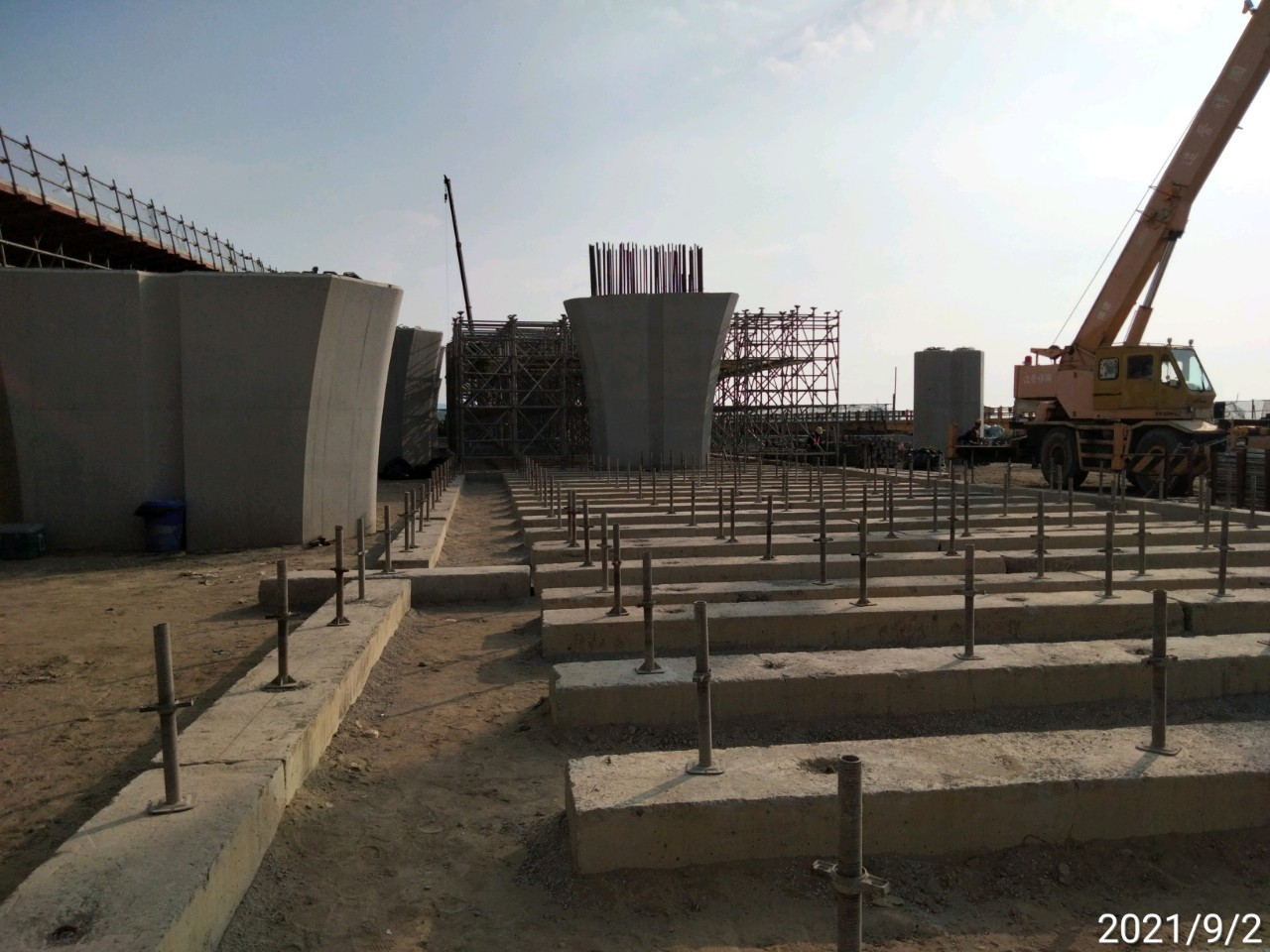 陸上段上構場撐支撐架基座組立安裝.