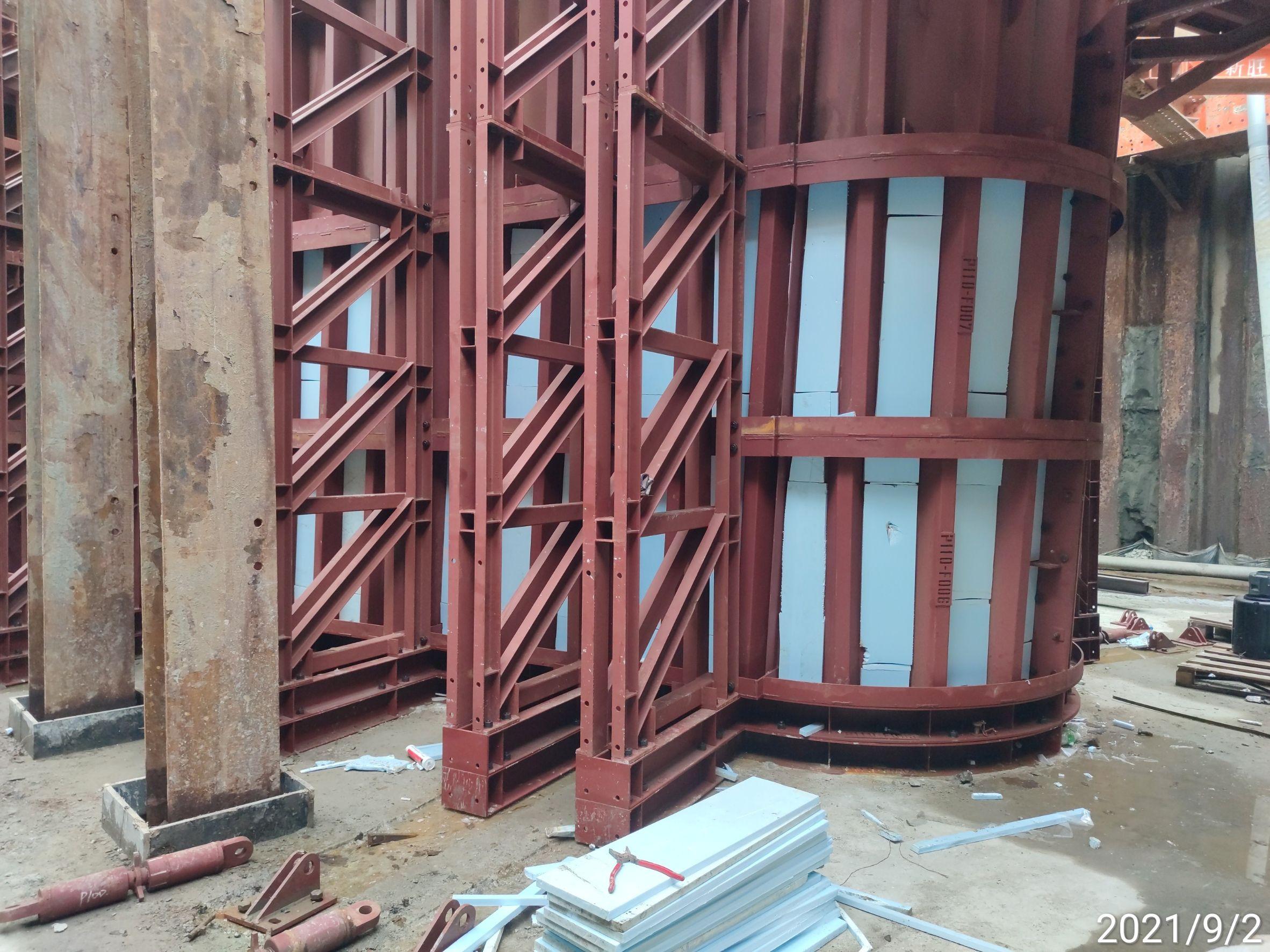 橋墩墩柱鋼模保溫材料安裝作業.