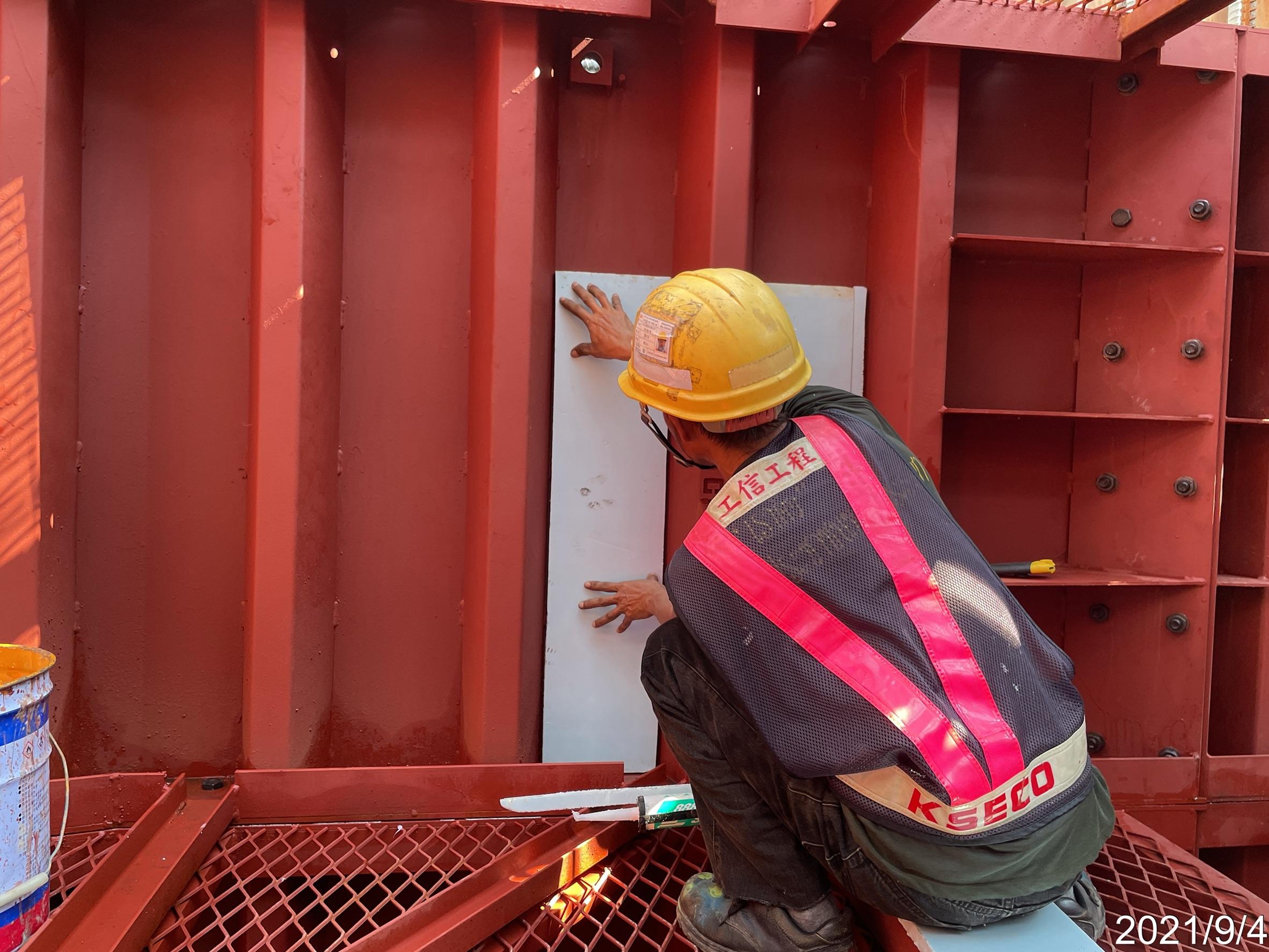 橋墩墩柱鋼模保溫材料安裝施工.