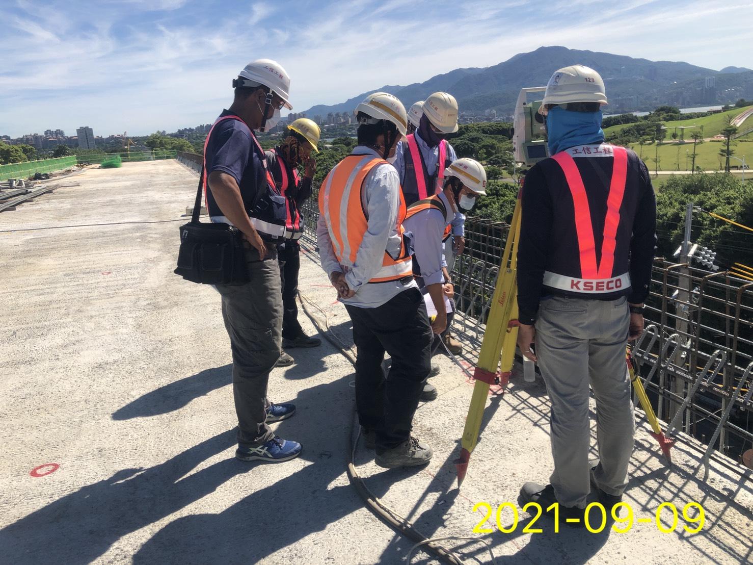 橋面板護欄測量放樣及查驗檢測.